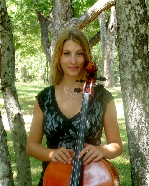 Julia  Slovarp, D.M.A.