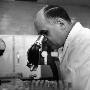 HIlleman in lab