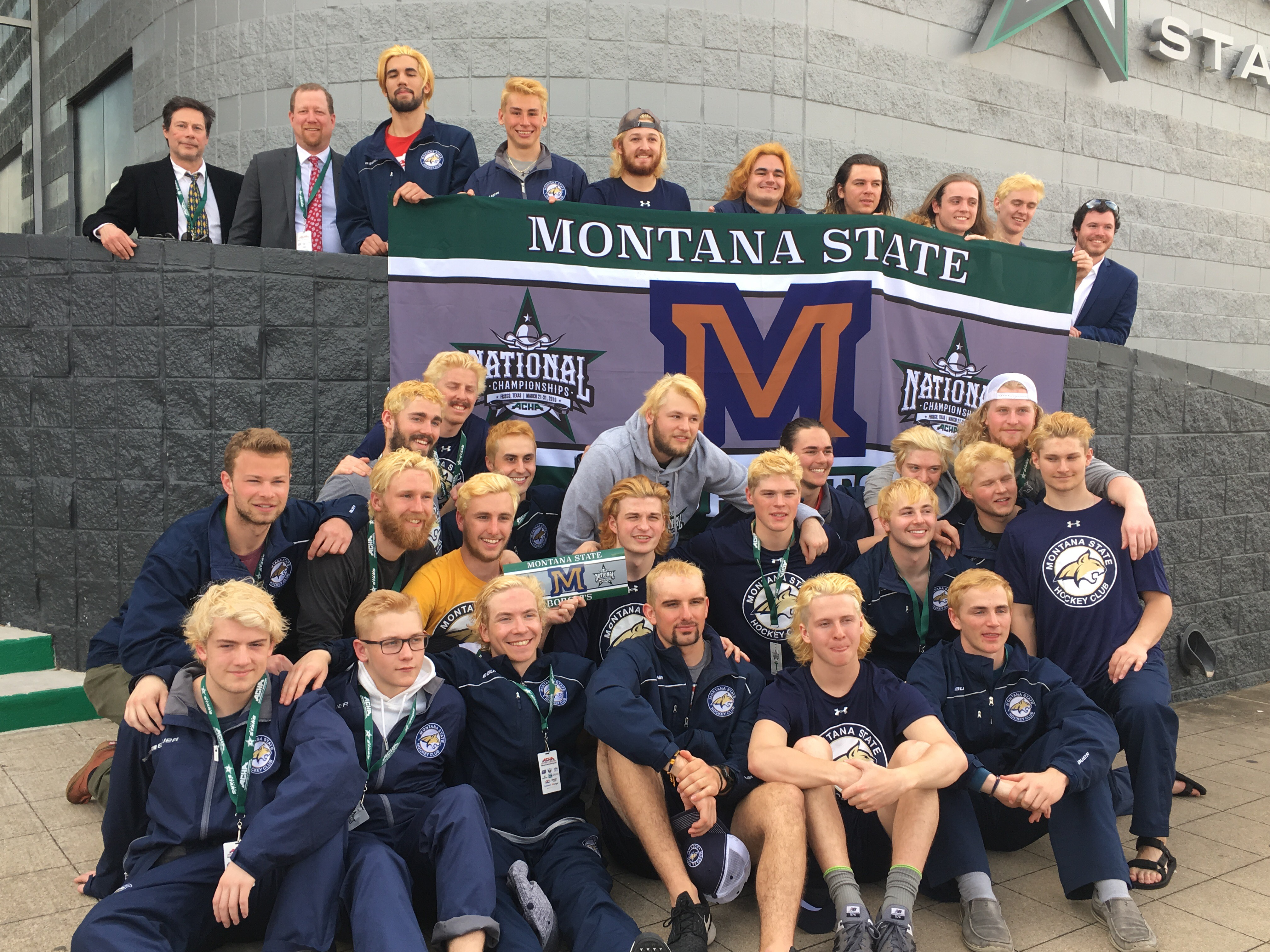 Men's Hockey Club team picture at Nationals
