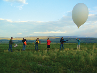 Students with a research balloon outside MSU.