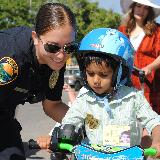 msu police helping child learn to ride a bike